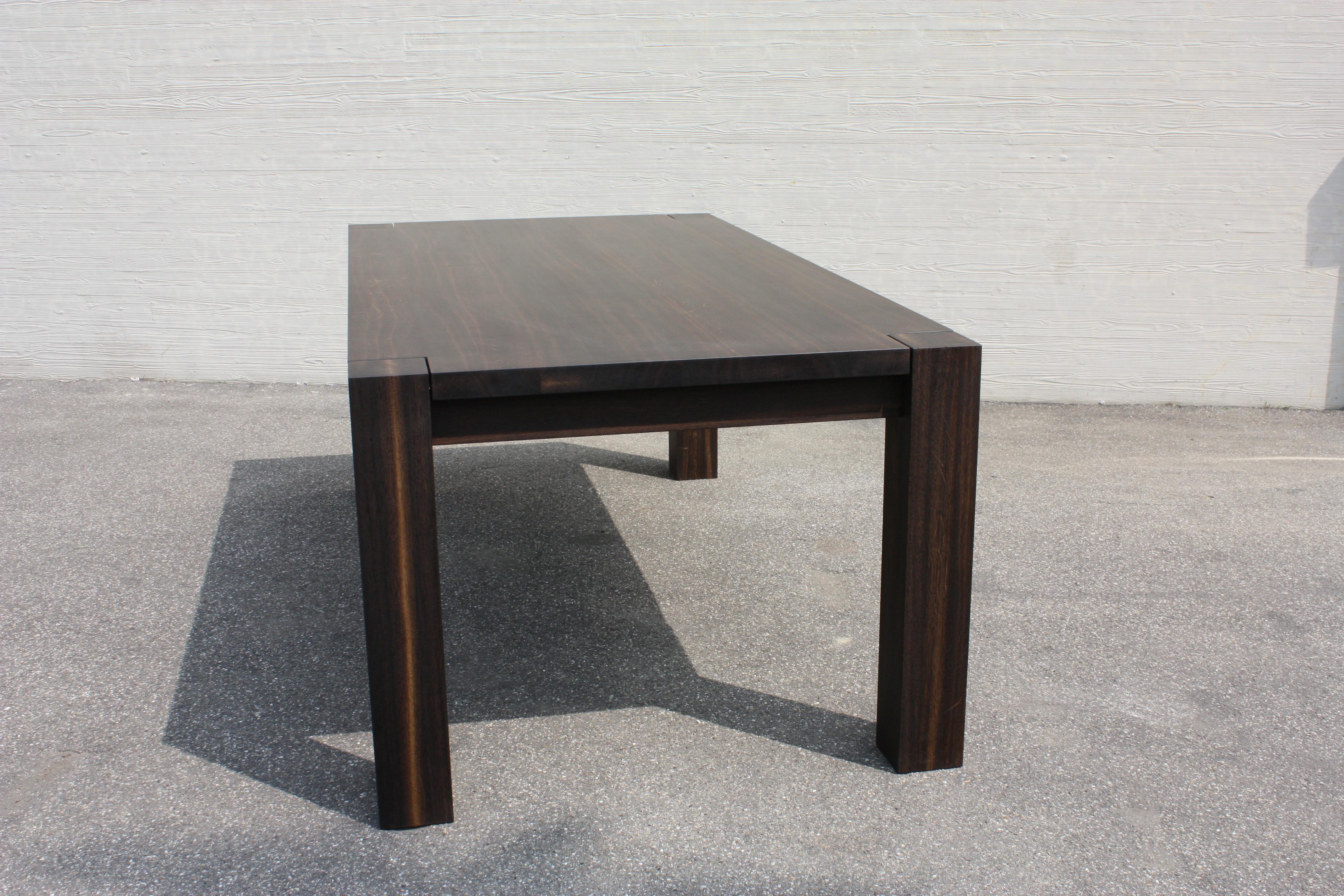 """Tisch """"Godzilla"""" in Räuchereiche"""