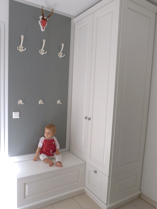 Garderobe + Truhenbank, Massivholz, weiß lackiert