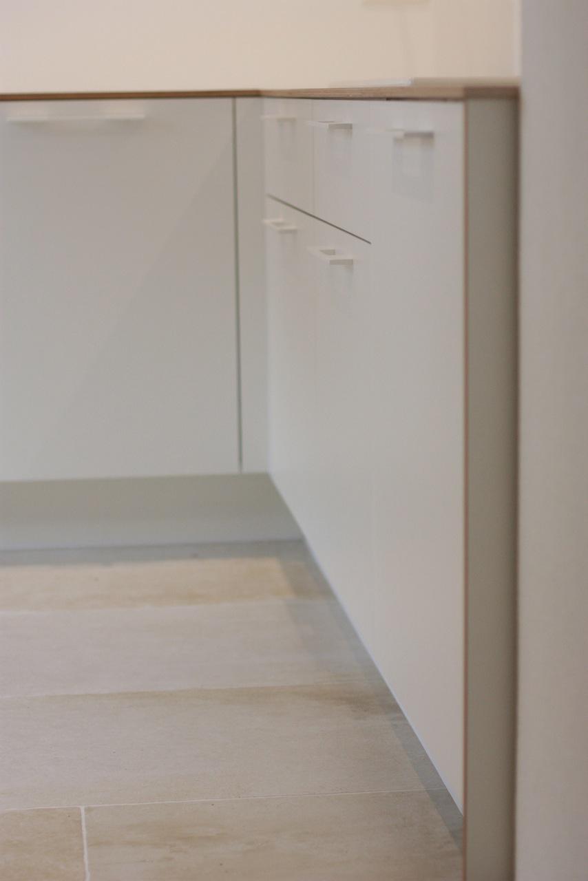 Detailaufnahme Küche weiß, Multiplex weiß beschichtet