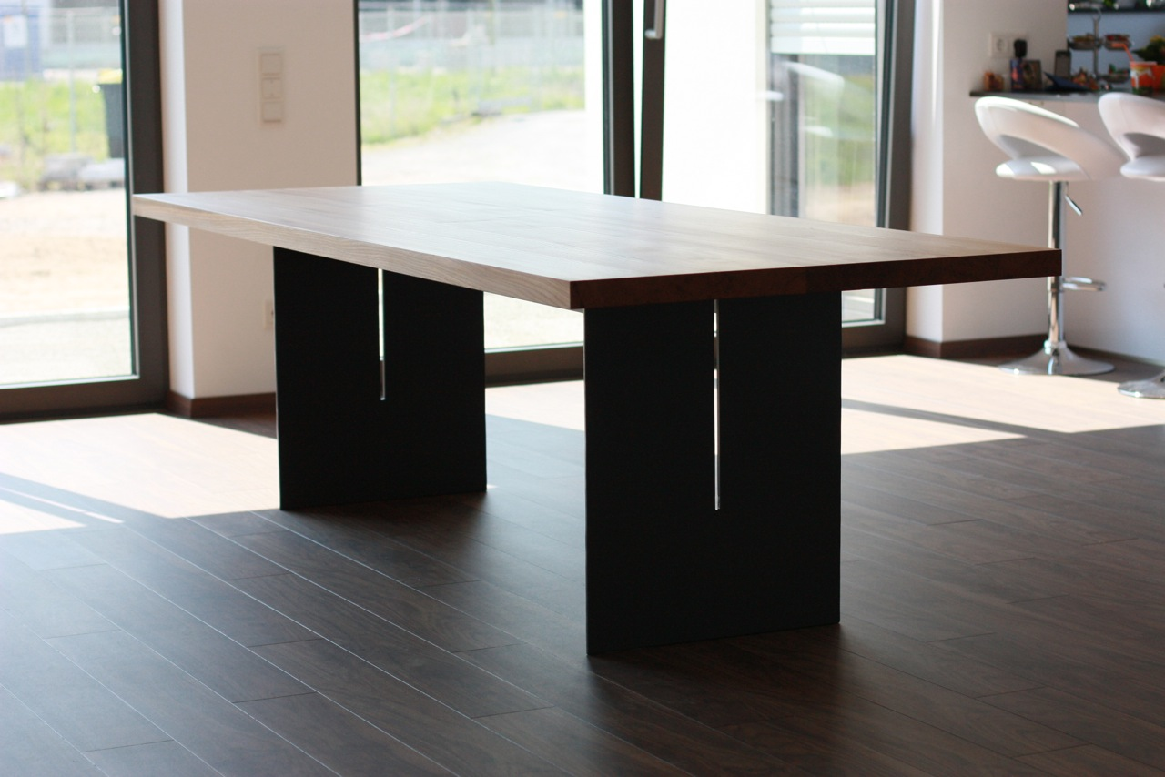 Tisch in Ulme mit Stahl Untergestell