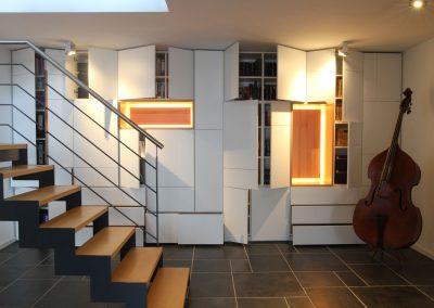 Tetris. Weiß mit Massivholzelementen aus Kernbuche