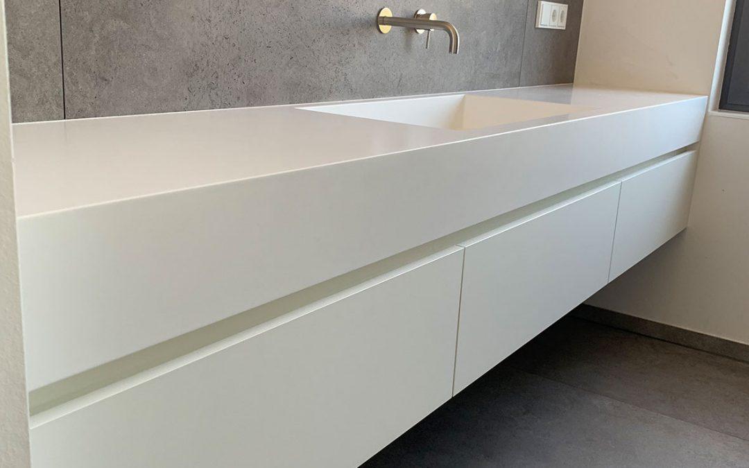 Waschtisch Unterschrank aus weißem Mineralwerkstoff